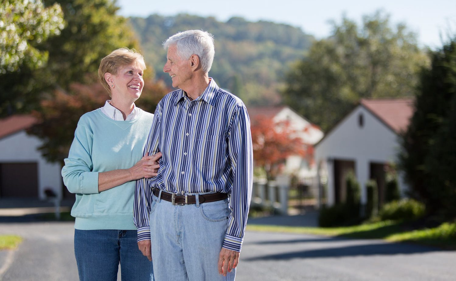 couple-retirement-lifestyle-laughing